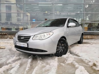 Hyundai Elantra 1.6 л (122 л. с.)